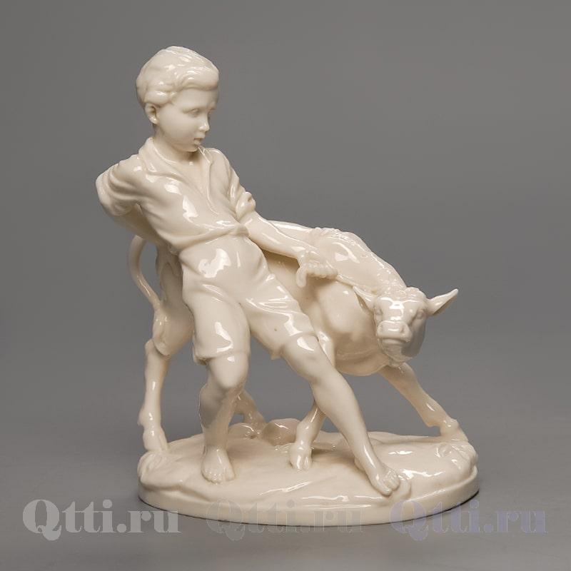 """Статуэтка """"Юноша и телёнок"""" Philipp Dietrich"""