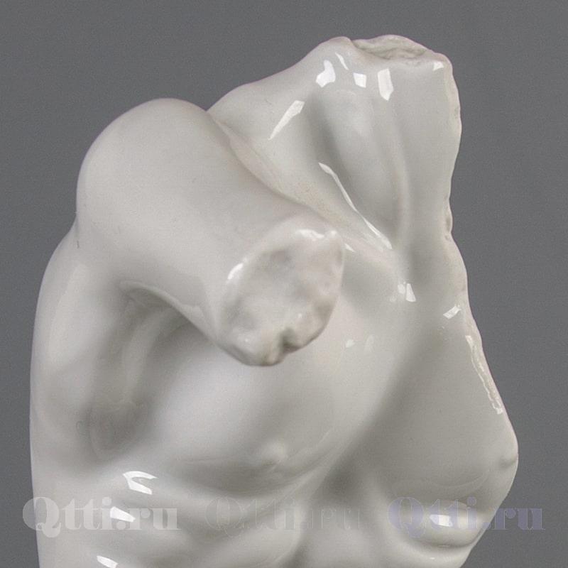 """Статуэтка из фарфора """"Торс обнаженного мужчины Леона"""" Sitzendorf Германия"""